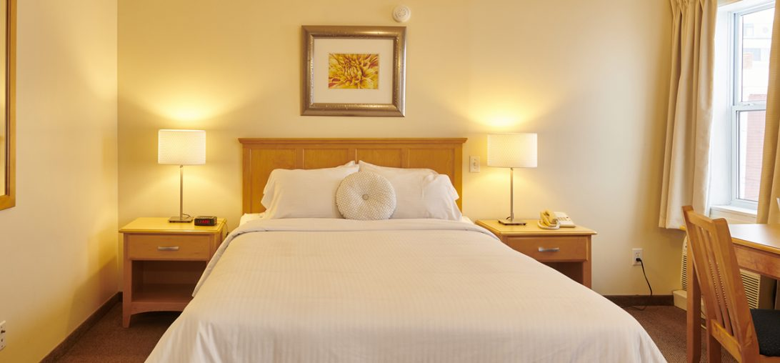 a Queen bed and two side tables with lamps in Room 308