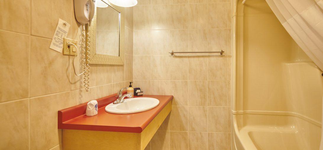Hotel bathroom in Lunenburg NS