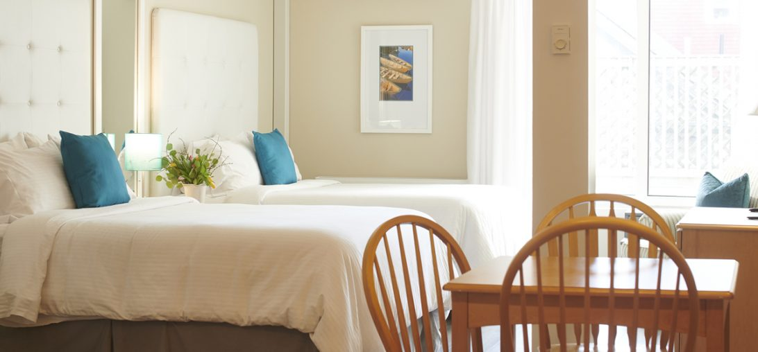 2 queen sized beds in a hotel room in Lunenburg NS